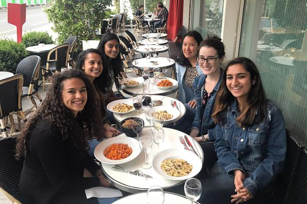Neuroscience Students Studying Abroad in Paris